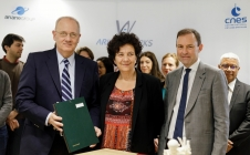 JY Le Gall, F. Vidal et AH Roussel ont signé jeudi 21/02/19 à Paris, un protocole d'accord pour la mise en place d'une plateforme d'accélération destinée à préparer les lanceurs du futur.